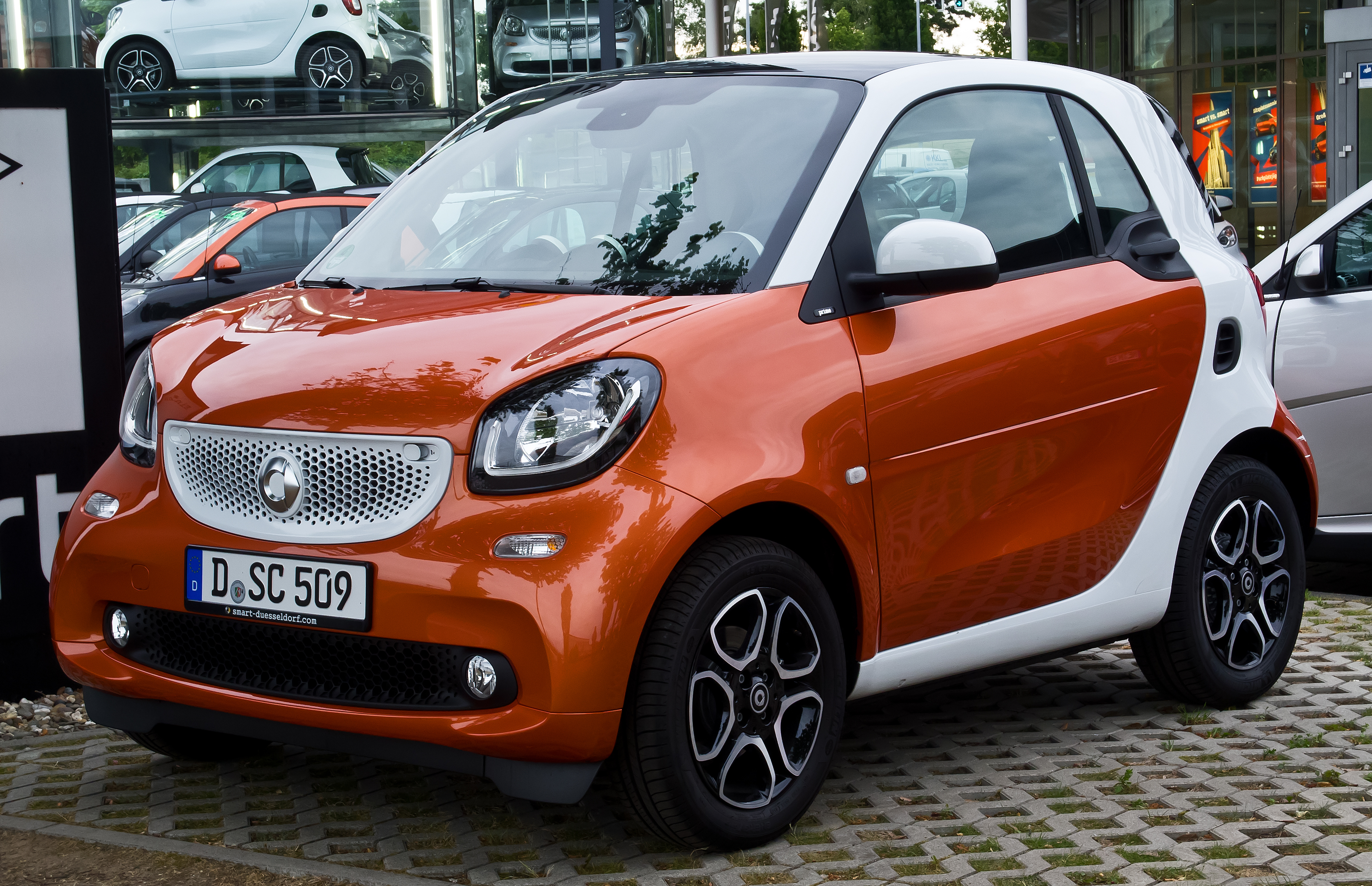 Smart Fortwo-Gold luxury car