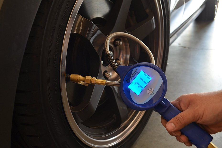 """Astro Pneumatic 3018 3.5/"""" Digital Tire Inflator with Stainless Steel Hose"""